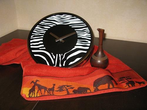 Часы и кувшин