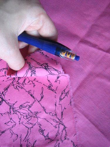 Брошка из ткани.Ткань и ручка
