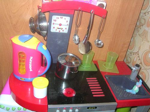 Игрушечная кухня для маленькой хозяйки