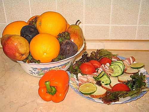 Большая салатница как ваза для фруктов