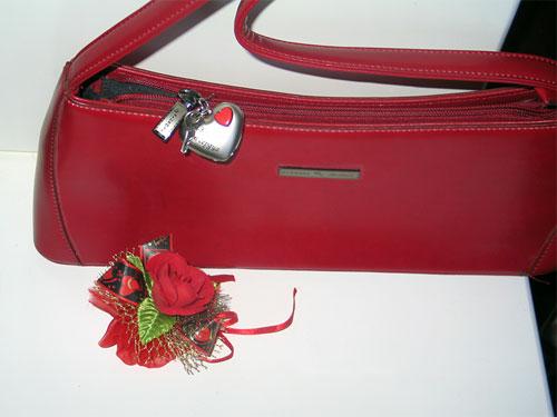 Ключ от сердца на сумочке