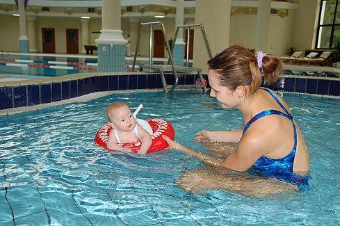 Swimtrainer - учимся плавать с мамой