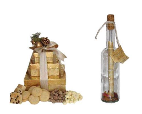 Гора печенья и бутылка с письмом