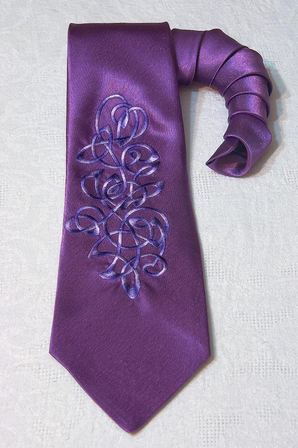 Фиолетовый с синей вышивкой