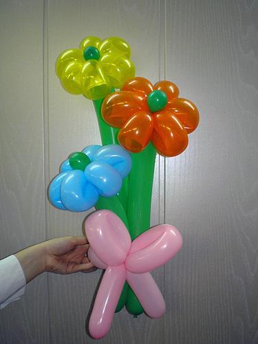 Букет ромашек из шариков