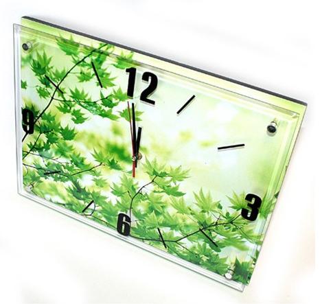 Часы с листочками клена
