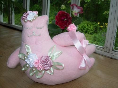 Розовая кошка