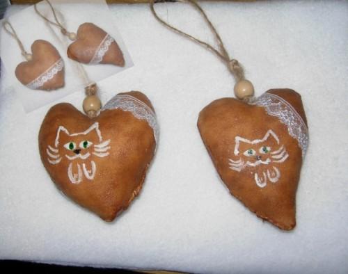 Кошки на сердечках