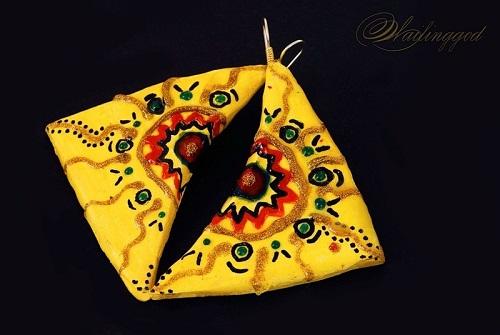 Серьги с желтым орнаментом