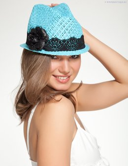 Голубая шляпка