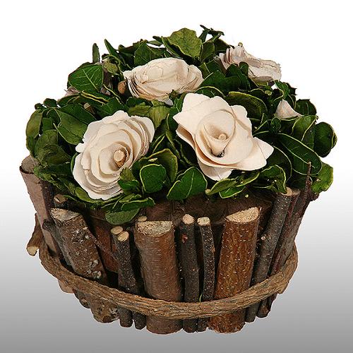 Розы из древесной стружки