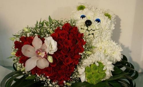 Игрушки из цветов. Мишка с букетом