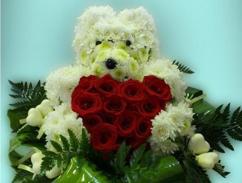 Игрушки из цветов. Мишка с розами