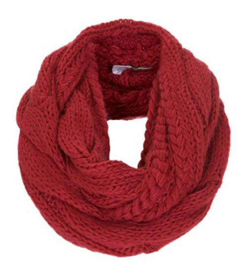 красный круговой шарф