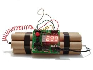 ceasul-dinamita-trebuie-dezamorsat-in-fiecare-dimineata-pentru-a-i-opri-alarma-107062